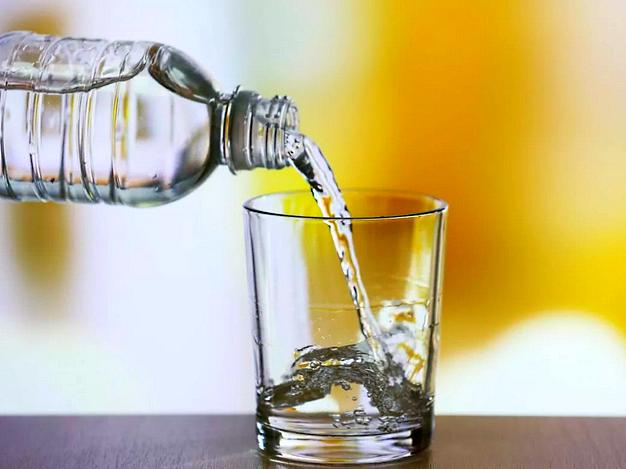 Пить больше воды при ожогах от солнца