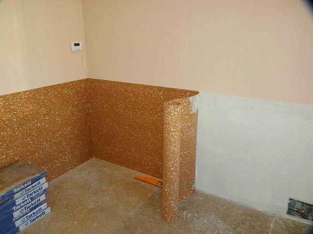 Пробковое покрытие на стену поклейка в комнате