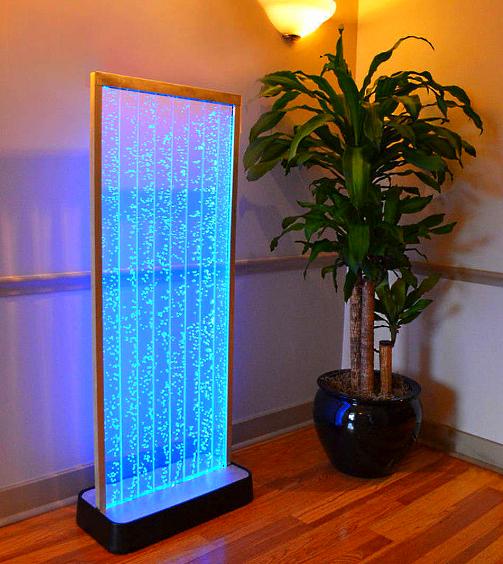 Водопад по стеклу с подсветкой и пузырьками