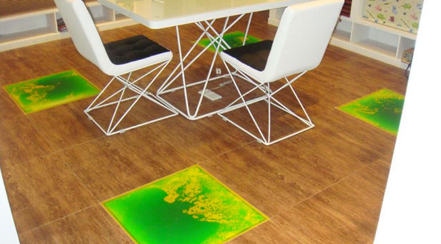 Жидкая плитка на кухне на полу