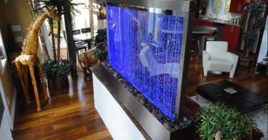 Комнатный водопад в стекле
